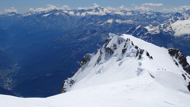 Mont Blanc de Courmayeur(4748 m alt.) Gran Paradiso in the background